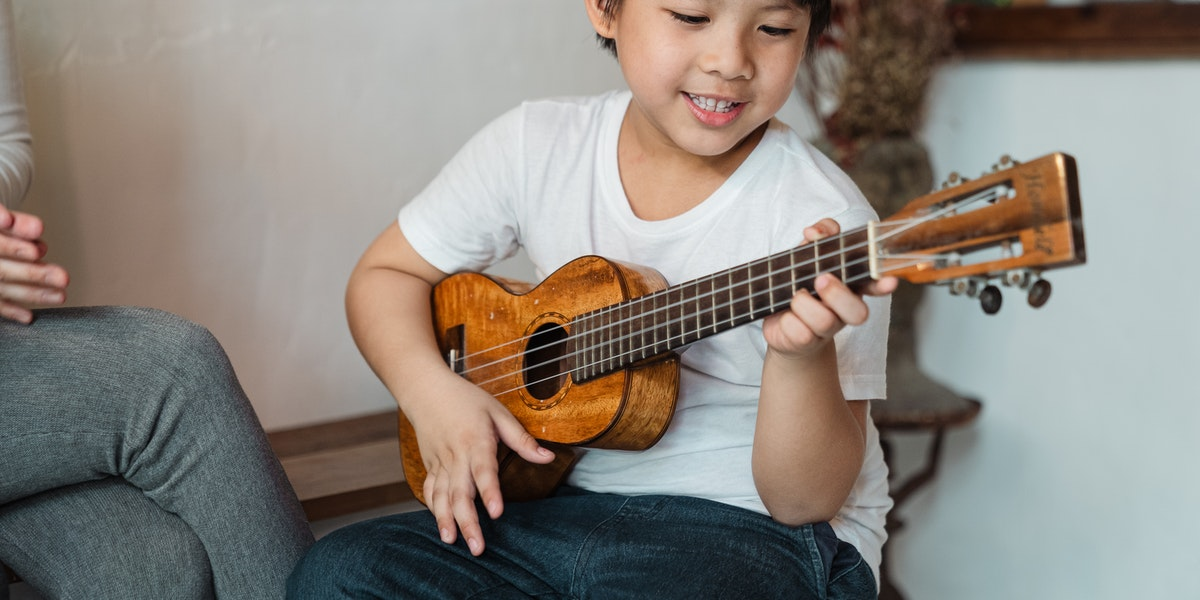 A Step-by-Step Guide on How to Tune a Ukulele for Beginners